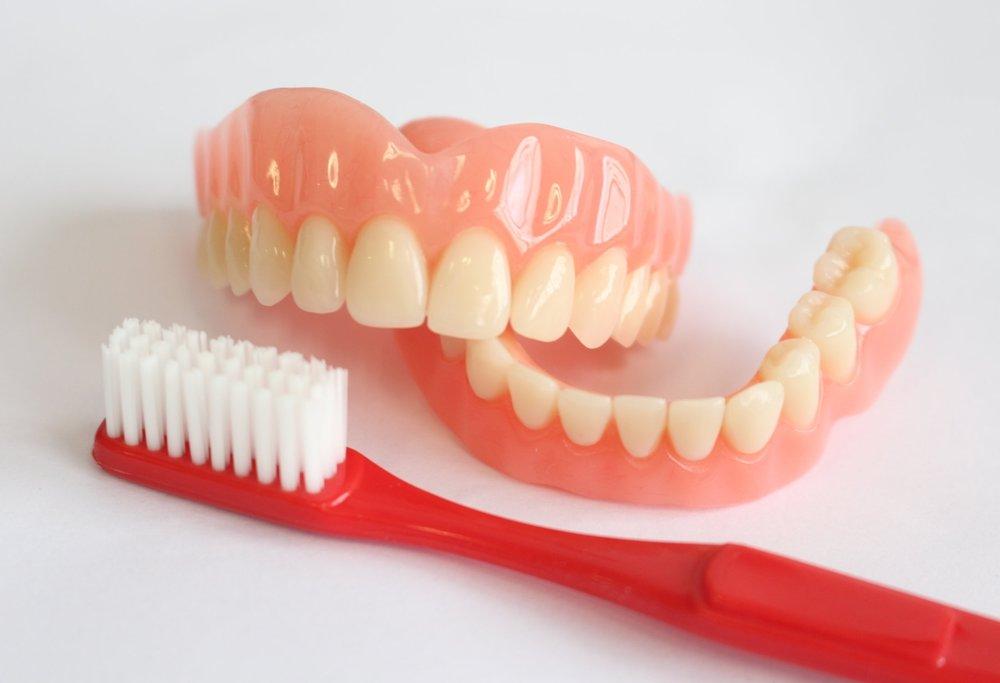 ciscenje zubne proteze sodom bikarbonom